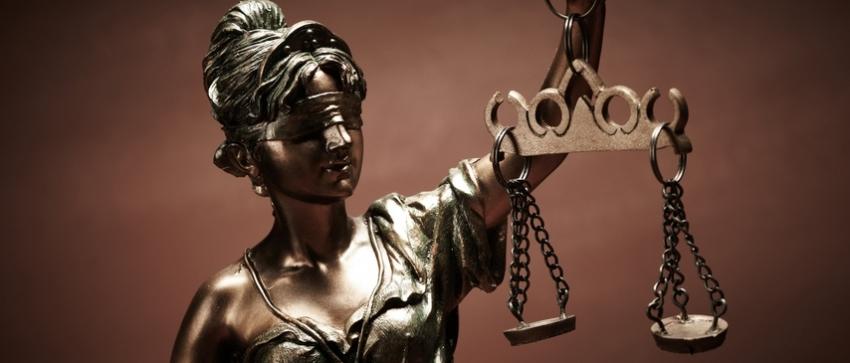 Fotografía de la escultura de la imagen de la justicia