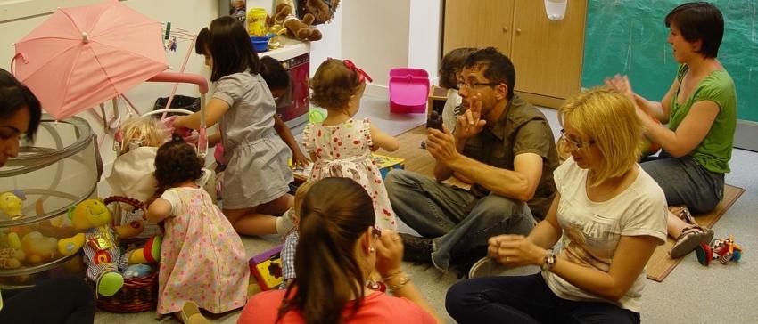 Programa de Atención al entorno de las personas sordas para su integración socio-familiar. Financiado a cargo del IRPF. CNSE.