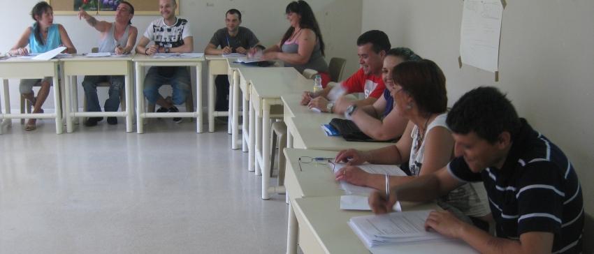 """Programa """"Menos riesgos, más salud"""" desarrollado por la Fundación Atenea y financiado mediante la convocatoria de subvenciones del IRPF."""