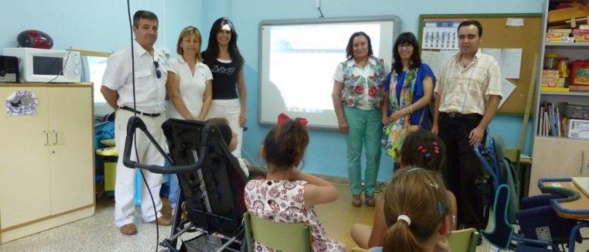 """Proyecto educativo """"Apoyo a alumnos con necesidades educativas por motivos de discapacidad"""", financiado por el IRPF."""