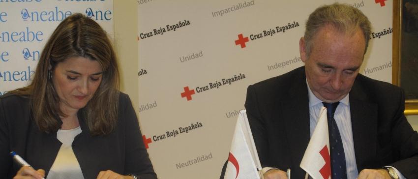 Fotografía: D. Leopoldo Pérez Suárez y Dª Irene Zafra firman un Convenio de Colaboración para la creación del primer Banco de Agua Solidario en España.