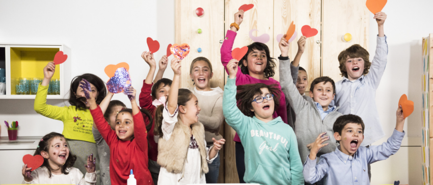 """Imagen del rodaje del vídeo de la campaña """"X Solidaria"""" 2016 sobre el """"Programa de Estimulación y Juego Educativo desarrollado por la Fundación Menudos Corazones en el hospital para niños y niñas con cardiopatías congénitas""""."""