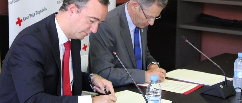 Francisco Martínez Vázquez y Javier Senent firman el convenio.
