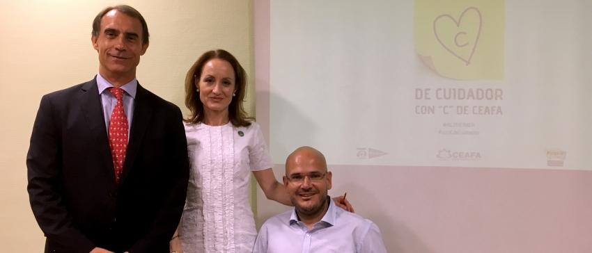 Anxo Queiruga junto a Cheles Cantabrana y César Antón durante la presentación del Día Mundial del Alzheimer 2016.