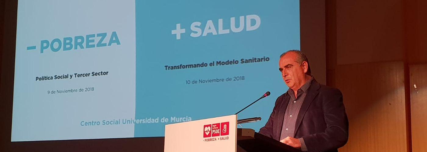 Luciano Poyato, Presidente de la PTS, durante la conferencia sobre Sanidad y Política Social celebrada en Murcia