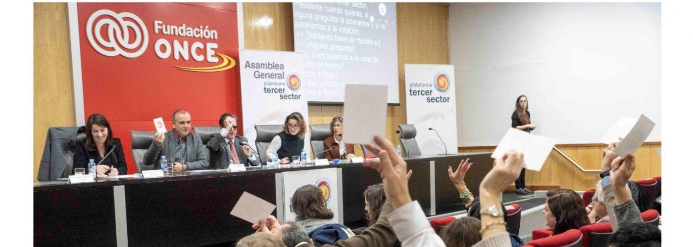 Asunción Montero, Presidenta de la POAS, a la izquierda de la imagen