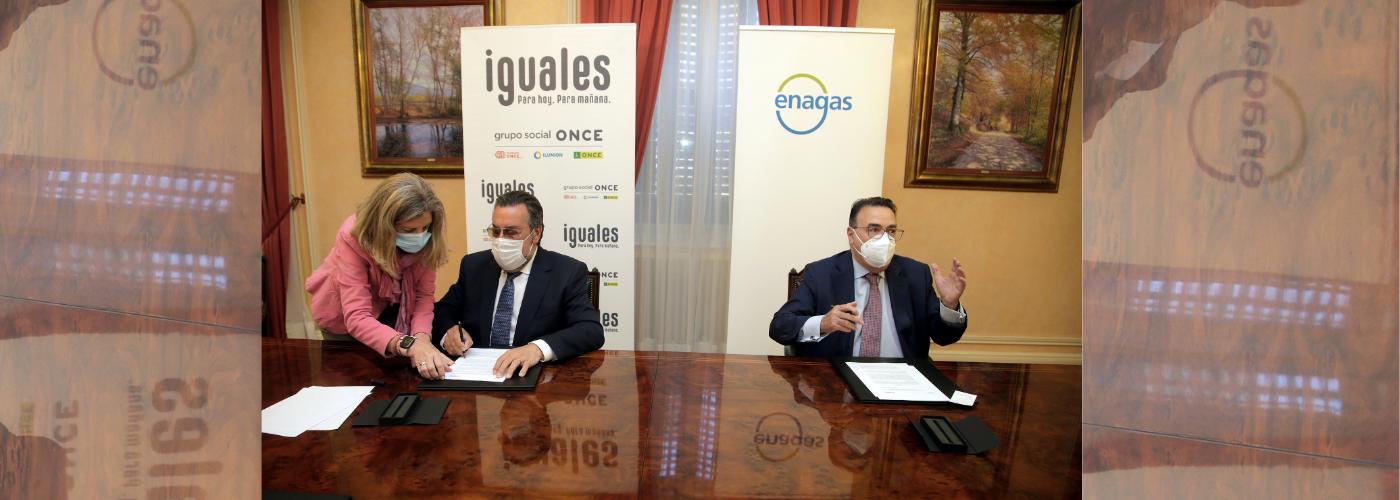 ONCE - El presidente del Grupo Social ONCE, Miguel Carballeda, y el presidente de Enagás, Antonio Llardén, firman el acuerdo